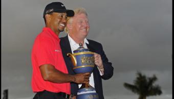 Donald Trump y Tiger Woods durante un evento en Florida