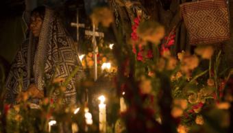 Habitantes de Oaxaca recuerdan a sus seres queridos