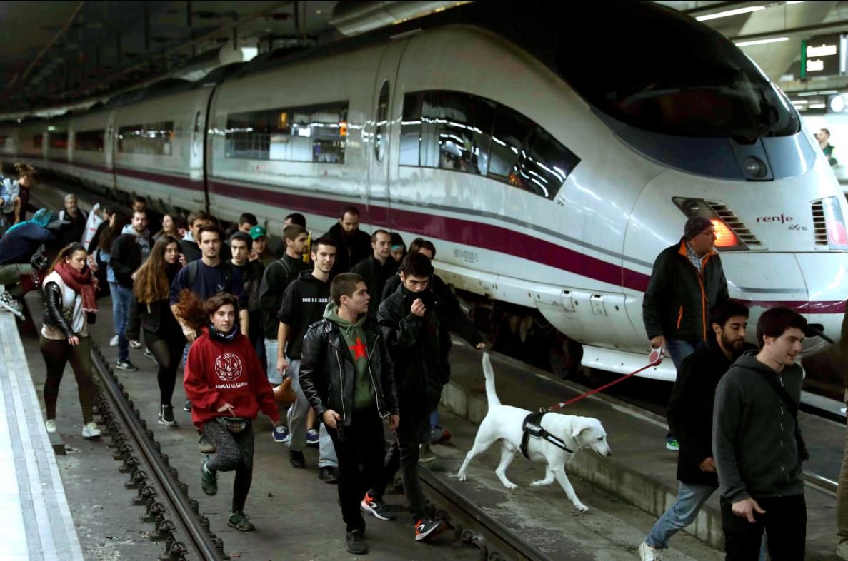 Independentistas Cortan Las V As Del Tren De Alta