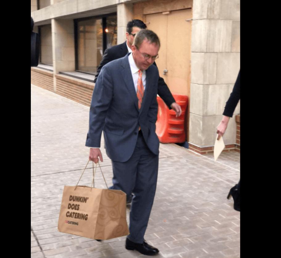 El nominado por trump llega a la oficina del consumidor en for Oficina del consumidor valladolid