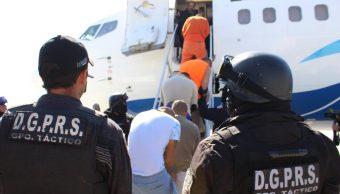 Trasladan a 49 reos de alta peligrosidad del Edomex a penales federales