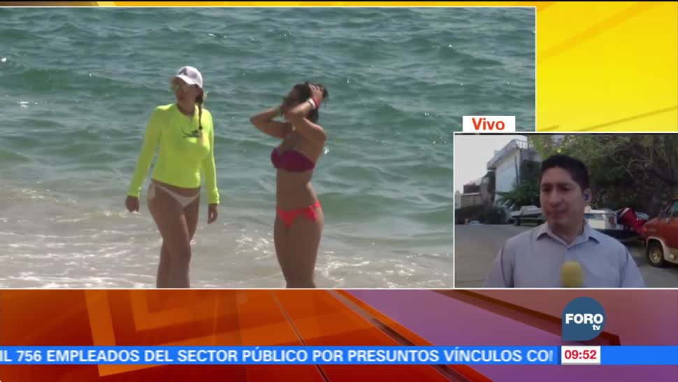 Turistas se refugian del frío en las playas de Acapulco