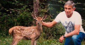 Aladino Montes y Bambi, su amiga cierva