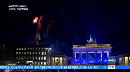 Miles Alemanes Reciben Año Nuevo Puerta Brandeburgo