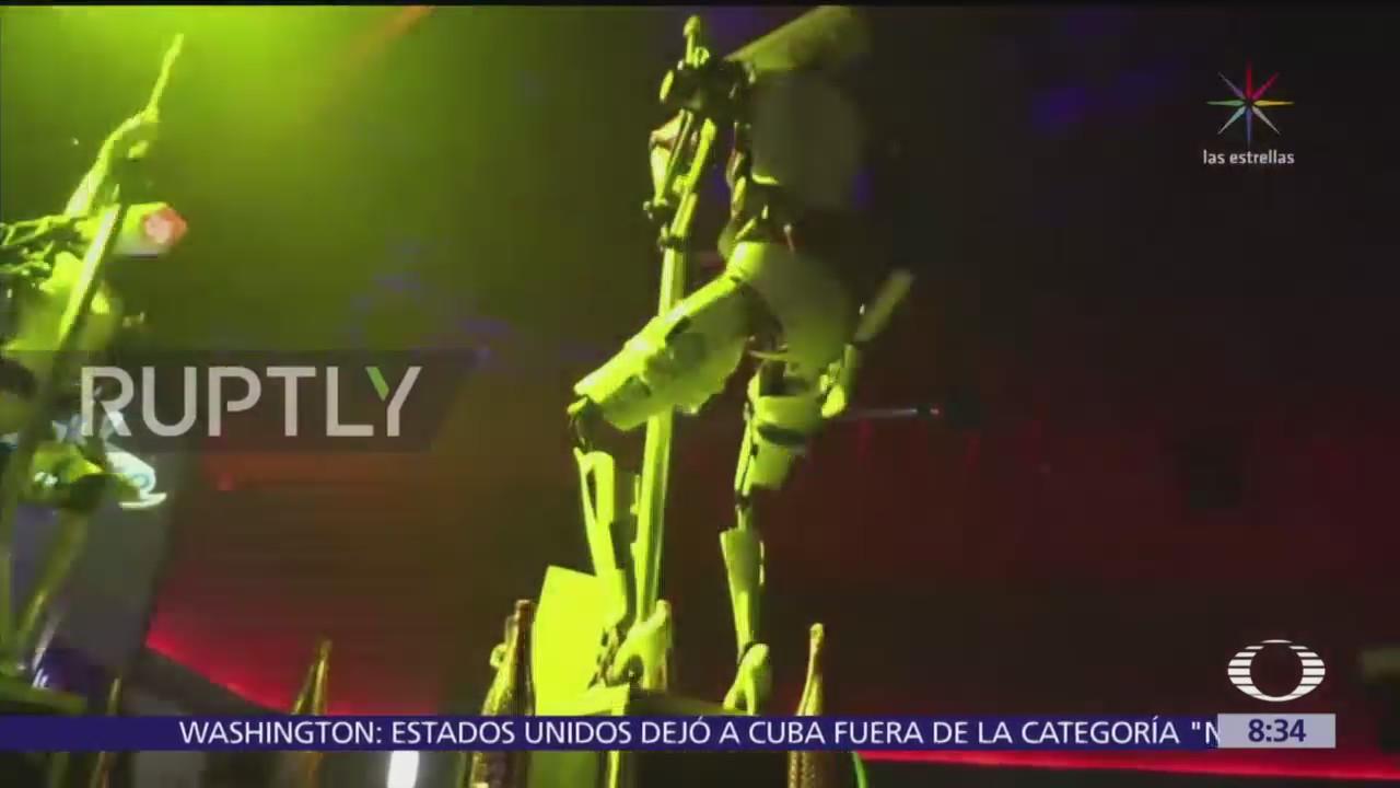 Robots strippers se presentan en club de Las Vegas