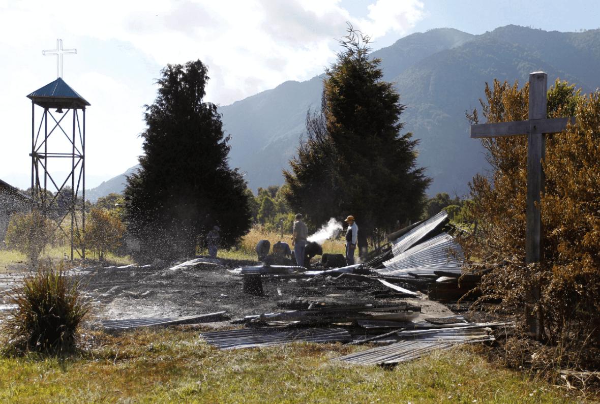 Capilla católica reducida a escombros tras ataque en Chile