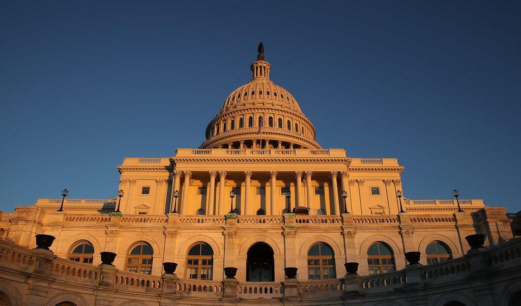 Demócratas podrían bloquear fondos y provocar cierre Gobierno Estados Unidos