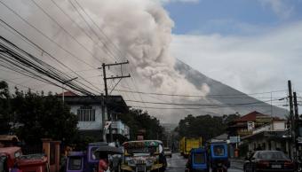 Temen erupción mayor de volcán Mayon en Filipinas