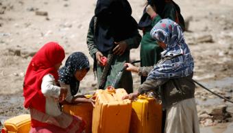 Mujeres recolectan agua en Yemen. (AP, archivo)