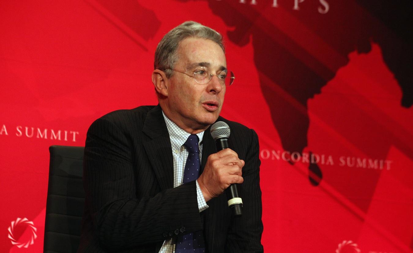 Tribunal de Medellín ordena investigar al expresidente Álvaro Uribe por masacres paramilitares