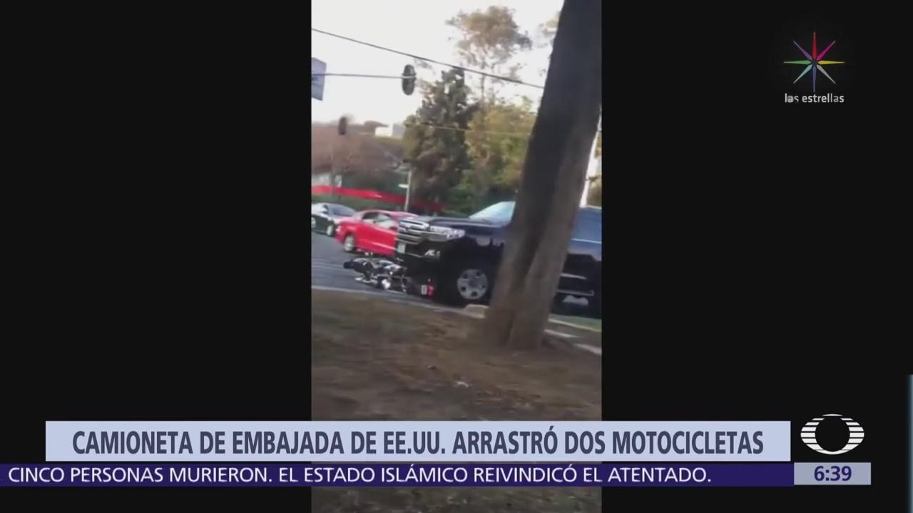 Camioneta de la Embajada de EU atropella a motociclistas