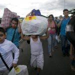 Crece el éxodo venezolano hacia Colombia y Brasil en busca de alimentos