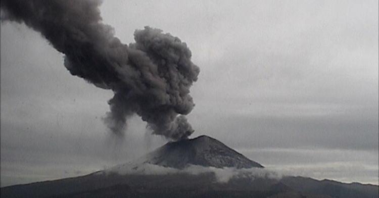 Volcán Popocatépetl emite 49 exhalaciones de baja intensidad