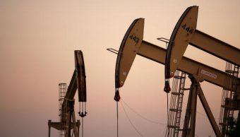 Sube precio de petróleo de EU pese a incremento en inventarios