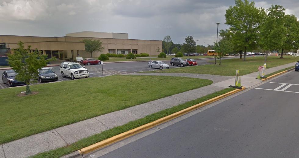 Arrestan a profesor de secundaria en Georgia tras reporte de disparos