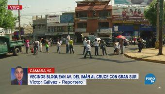 Vecinos de Coyoacán bloquean la avenida del Imán