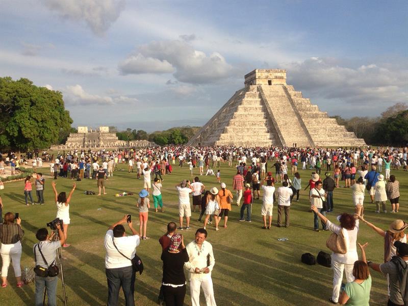 Inicia la primavera con descenso de Kukulcán en Yucatán