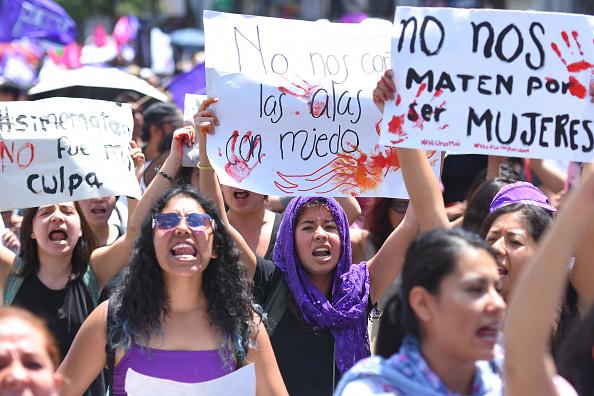Marchan contra feminicidios, en la Ciudad de México