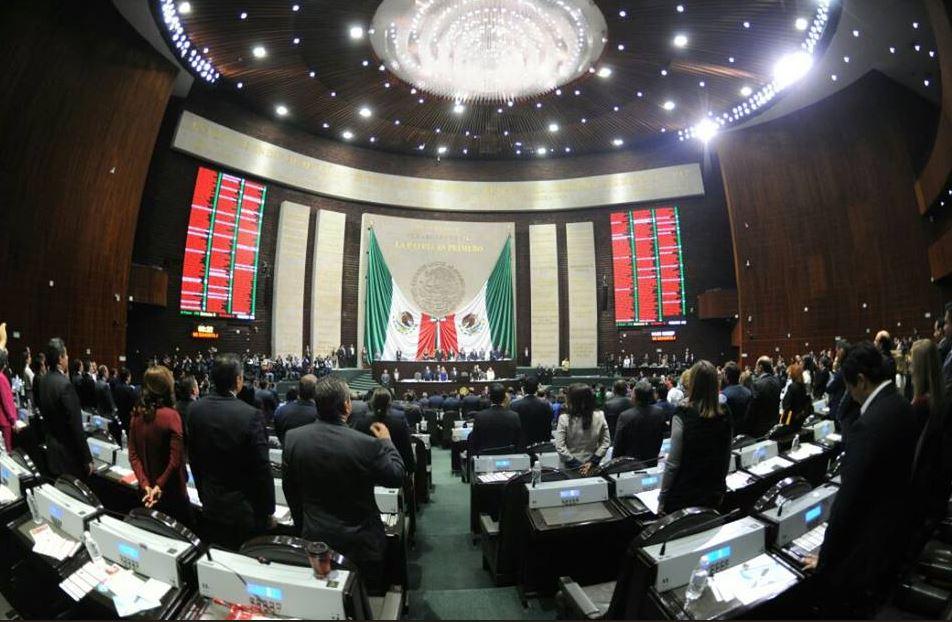 Protestan asesores en Cámara de Diputados por incumplimiento de contrato laboral