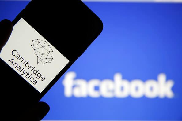cambridge analytica facebook y millonario robo datos