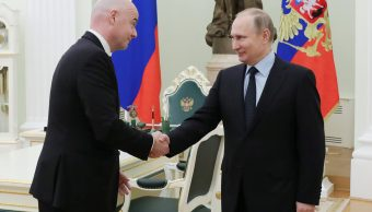 Figuras del futbol juegan a las dominadas con Putin