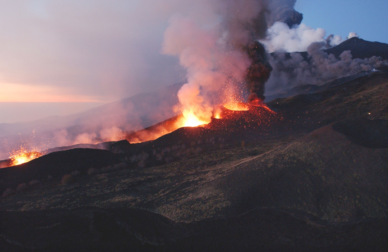 Monte-Etna-Mar-Mediterraneo