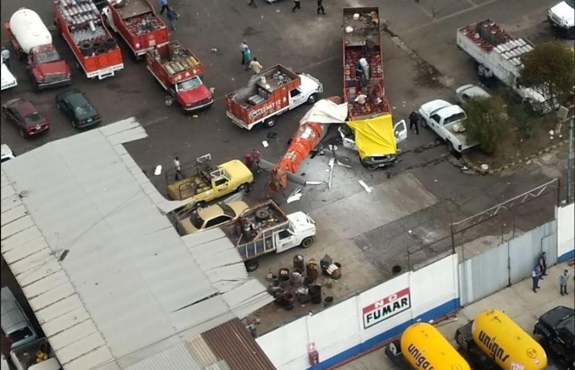 Reportan cuatro heridos por desplome de helicóptero en Tlalnepantla