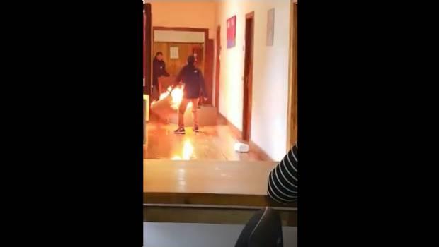 joven-intenta-incendia-oficina-prender-fuego-contrato