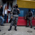 Entrevista originó irrupción de policías en casa de Leopoldo López