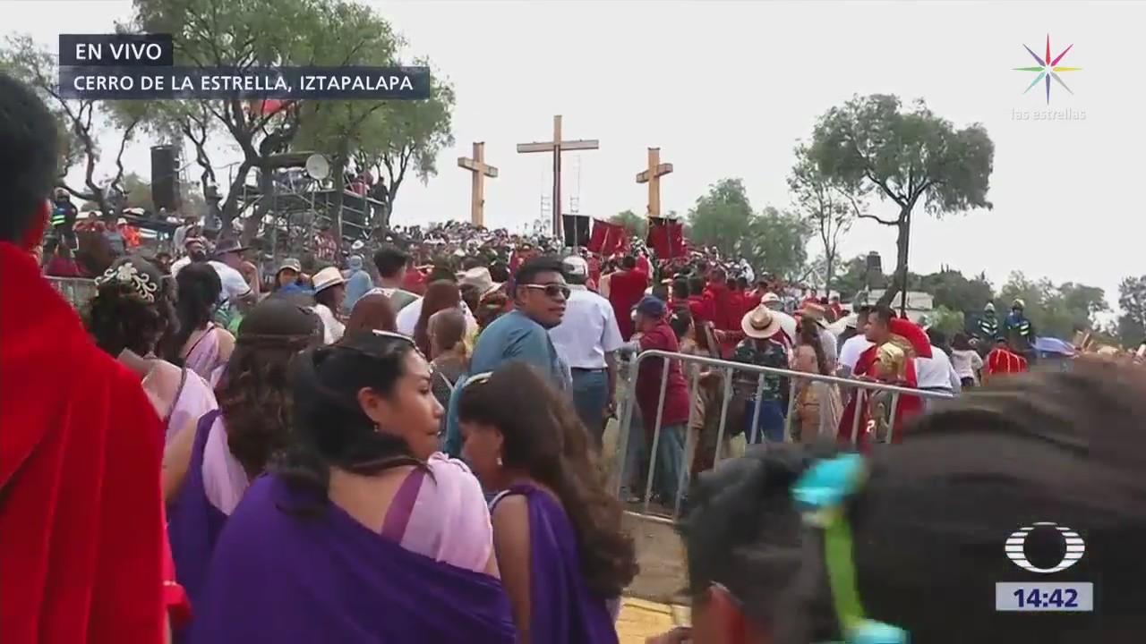 Multitud espera en el Cerro de la Estrella