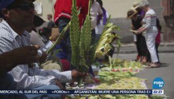 Otomíes mantienen arte de tejer hojas de palma para el domingo de Ramos