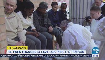 Papa Francisco lava los pies a 12 presos