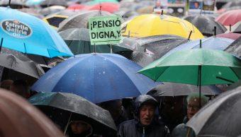 Lluvia no frena a manifestantes que exigen pensiones dignas en España