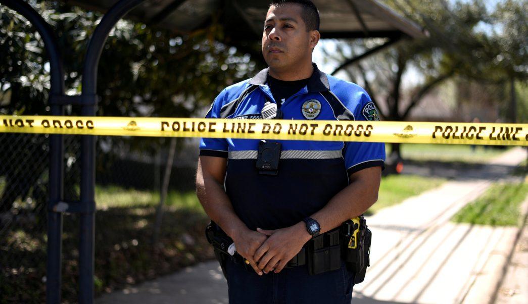 Policía busca responsable enviar paquetes bomba Texas