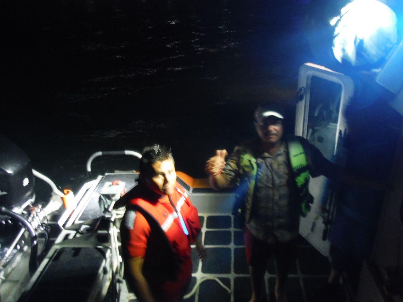 Marina rescata a 13 personas en Playa Isla Blanca, Q. Roo