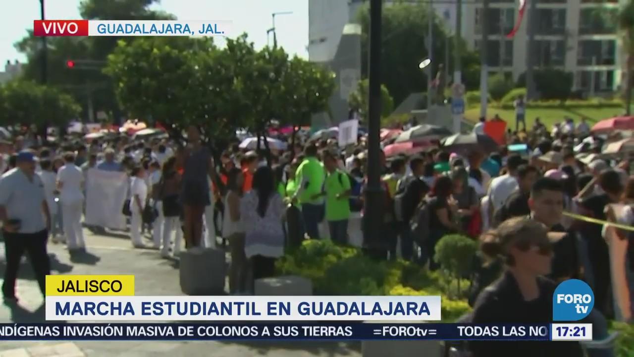 Arranca marcha de estudiantes en Guadalajara