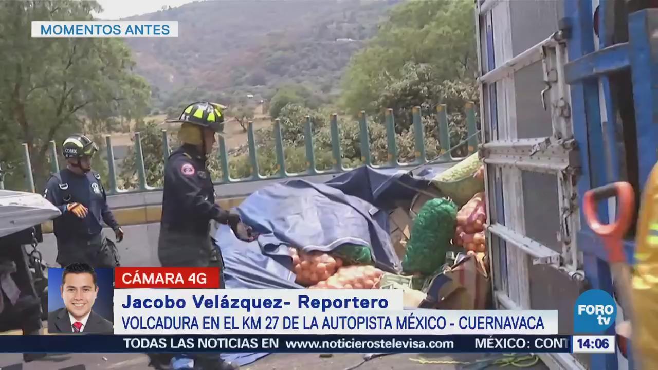 Camión con verduras vuelca en la autopista México-Cuernavaca
