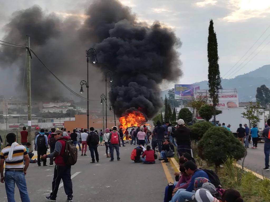 Desalojo de la CNTE desata enfrentamiento con policías en Chiapas