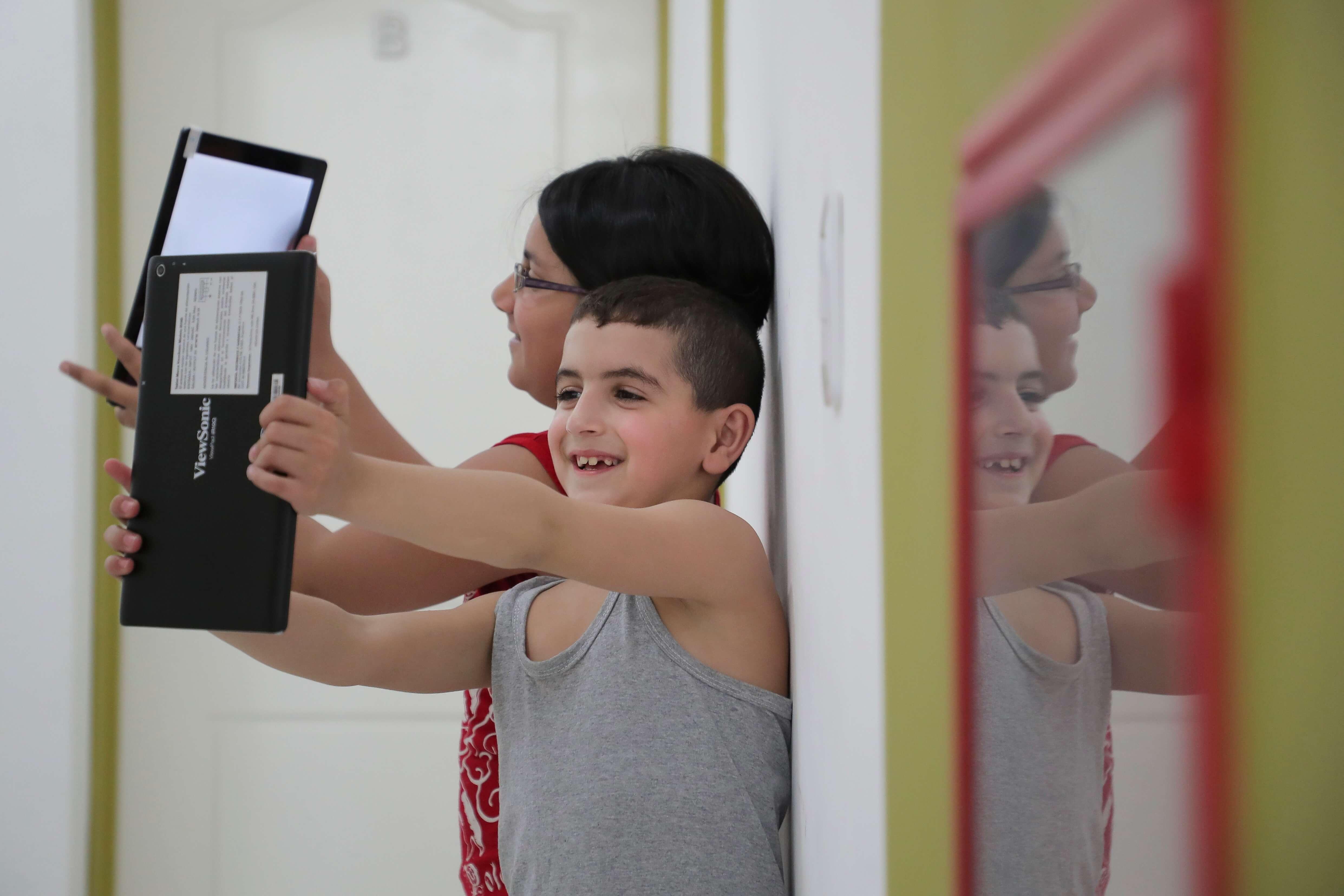 Prohibir acceso a internet a niños no tiene sentido, dicen especialistas