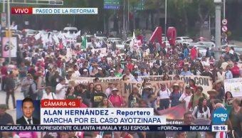 Manifestantes en Reforma demandan esclarecimiento del caso Ayotzinapa