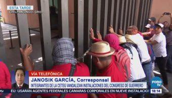 Manifestantes Vandalizan Congreso Guerrero Bloquean Autopista Del Sol