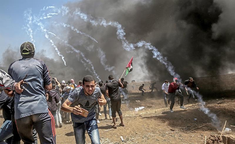 Muere bebé por inhalación de gases durante protestas en Gaza