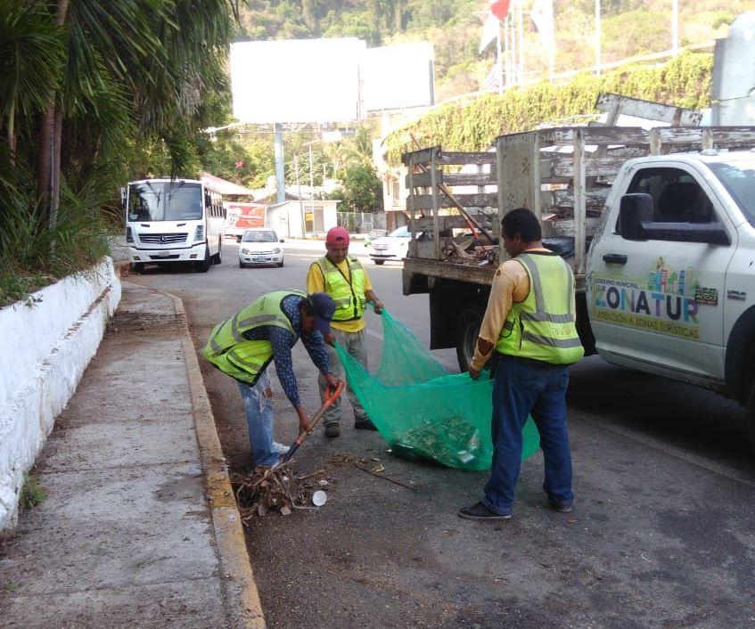 Limpian cauces y canales para evitar inundaciones por lluvias en Acapulco, Guerrero