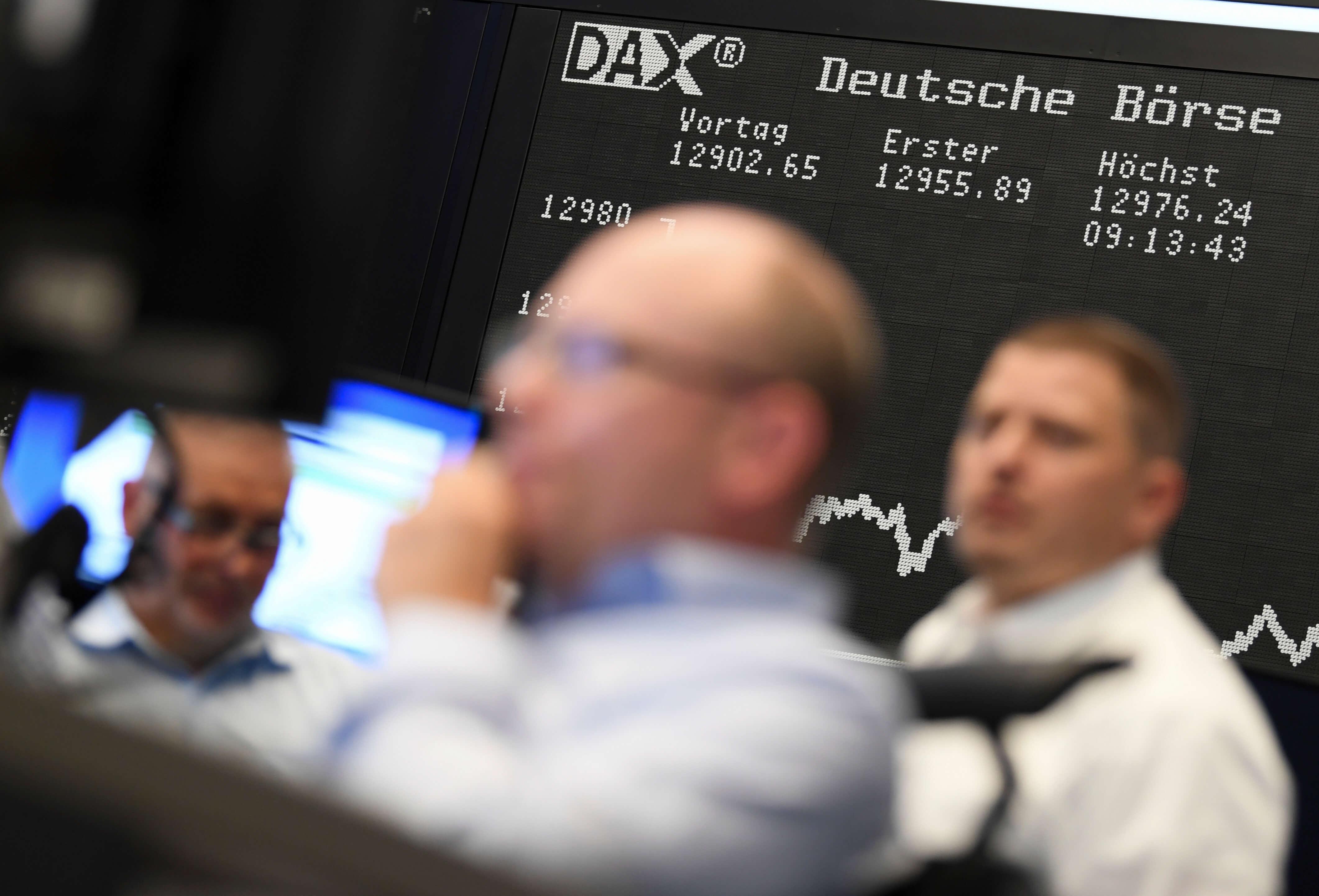Bolsas Europeas abren al alza; hay optimismo por acuerdos comerciales