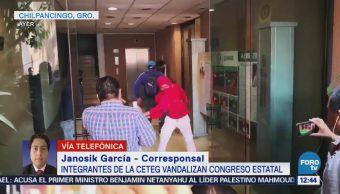 CETEG realiza mitin en alrededores del palacio de Gobierno de Guerrero