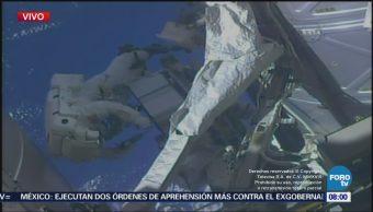Dos astronautas realizan caminata afuera de la Estación Espacial Internacional