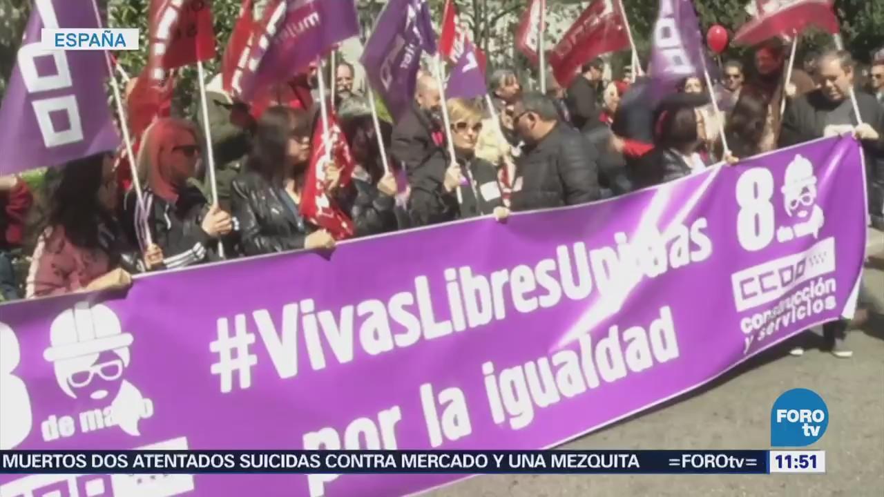 Españoles salen a las calles para protestar contra el gobierno el primero de mayo