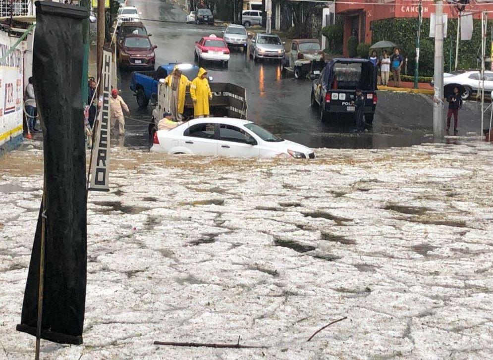 Lluvia y granizada provoca inundaciones en la CDMX