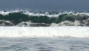 Colima alerta a pescadores y turistas por mar de fondo