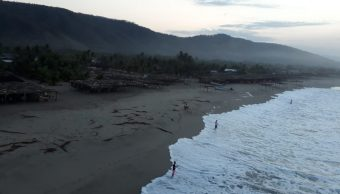 Reportan olas de hasta 6 metros por mar de fondo en Oaxaca